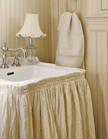 Doesn't this look like the cutest little cottage bathroom sink?!